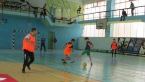 Дворовый футбол живет